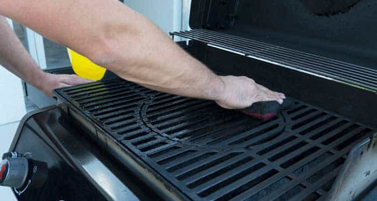 How To Clean a Gas Grill Properly